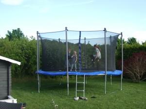 trampolin mit netz im test der trampolin ratgeber trampolin mit netz. Black Bedroom Furniture Sets. Home Design Ideas